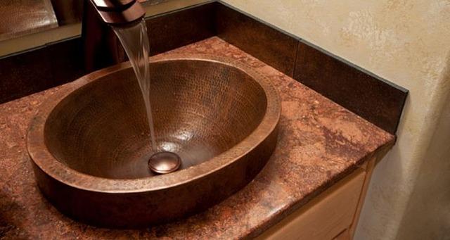 Qui a la charge de l'entretien de la robinetterie dans une location ?